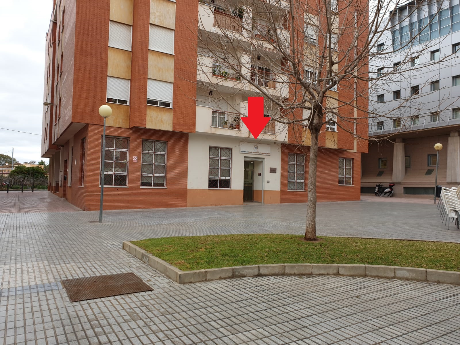 Entrada al edificio Centro de Servicios Sociales